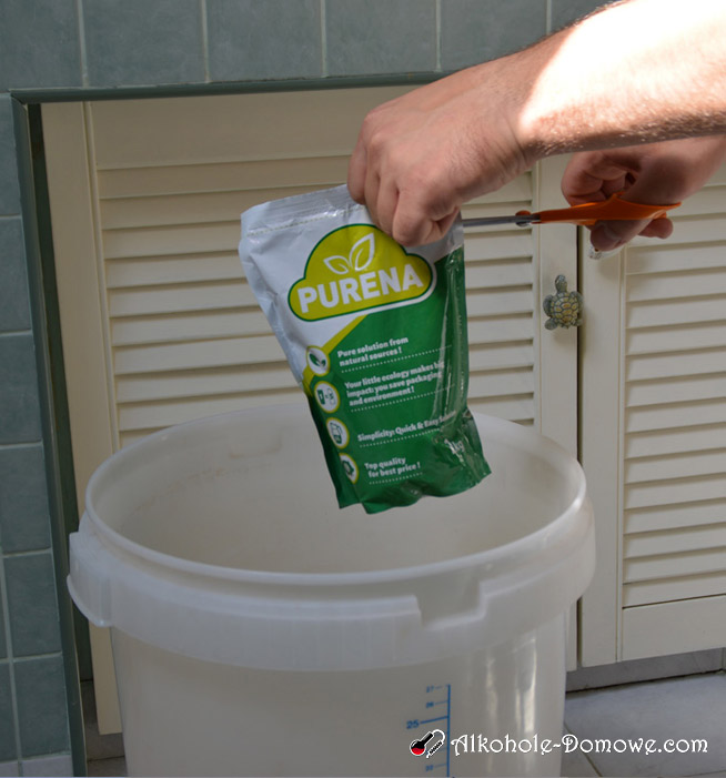 Dodawanie wlewanie cydru do fermentora 1