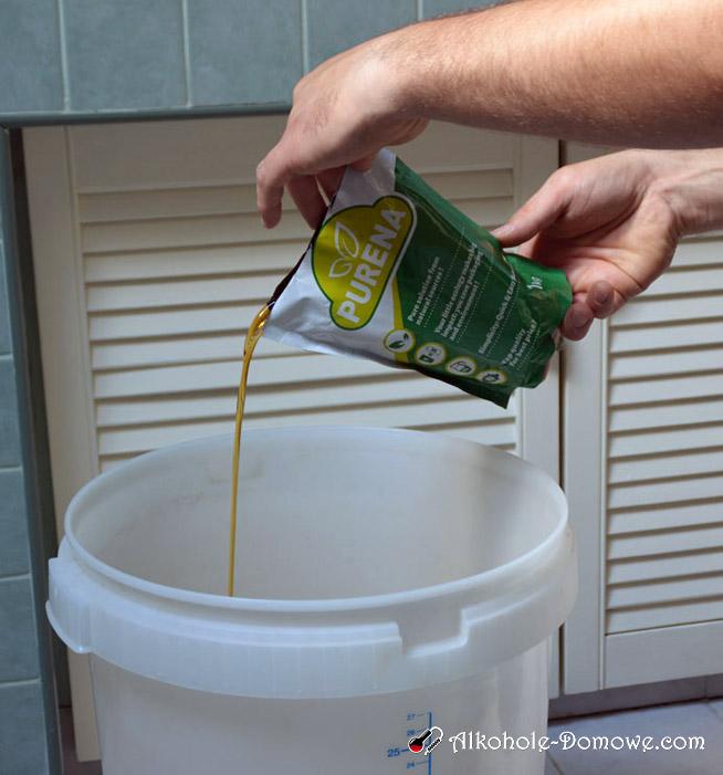 Dodawanie wlewanie cydru do fermentora 2